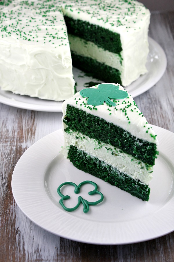 St. Patrick's Day Green-Velvet-Cheesecake