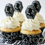 black and white graduation cupcakes