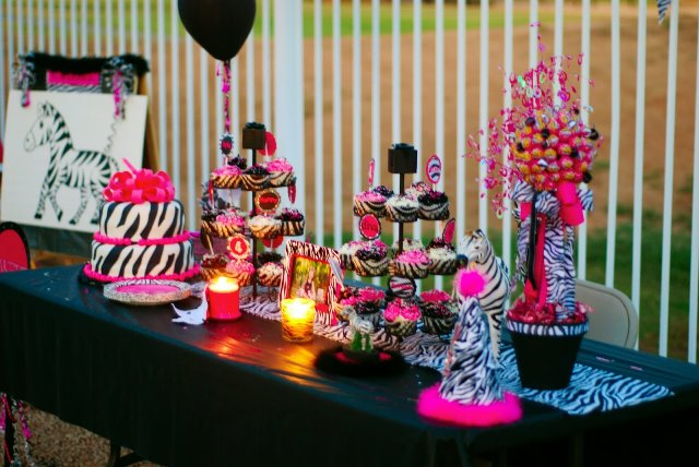 This sweet 16 has zebra print written all over it b for Animal print decoration party