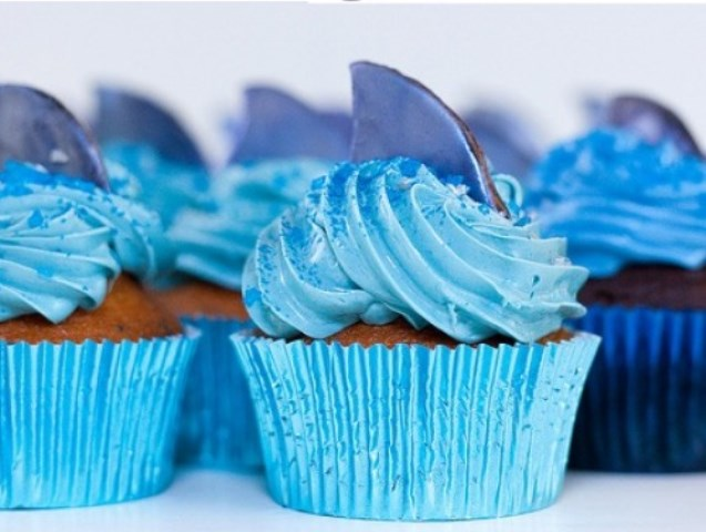 Shark cupcakes for a pool party