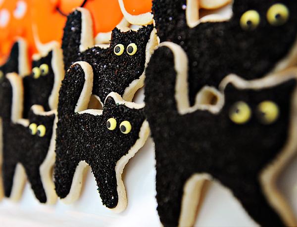 Black Cat Cookies for Halloween!