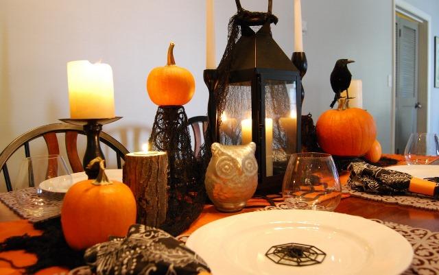 Cute Black and Orange Tablescape
