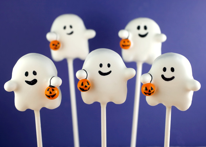 I LOVE these ghost cake pops