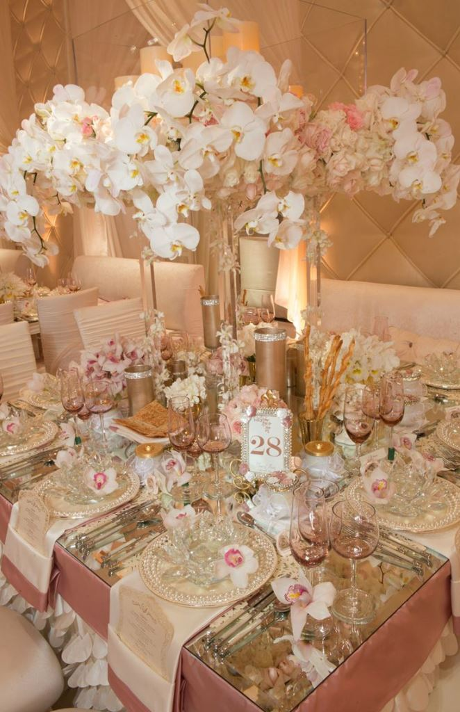 A gorgeous pink and champagne wedding tablescape b lovely for Decoration rose gold