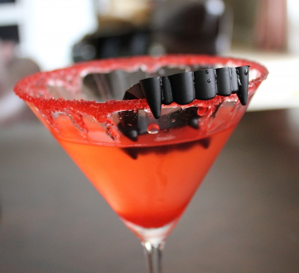 Who wouldn't LOVE these vampie cocktails for Halloween