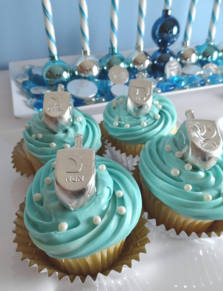 Dreidel cupcakes!