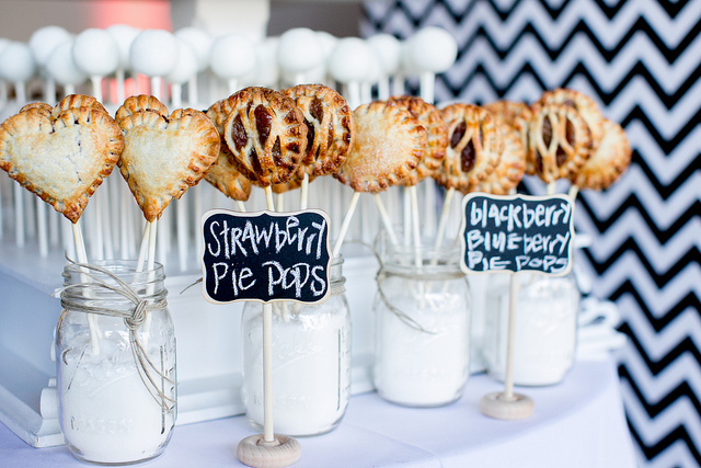 Love this Pie pop set up!