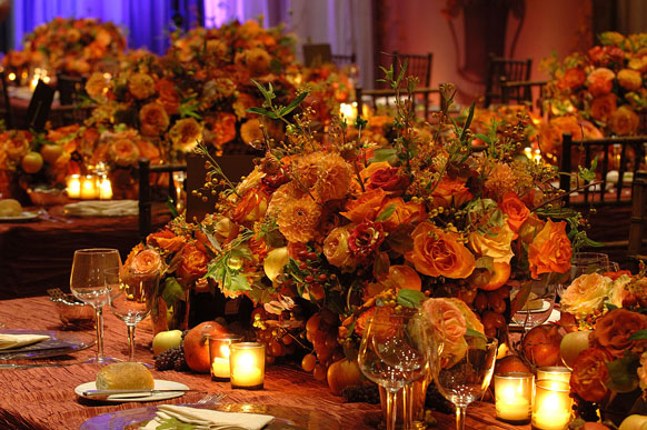 Falling for these fall centerpieces b lovely events for Gorgeous thanksgiving table settings