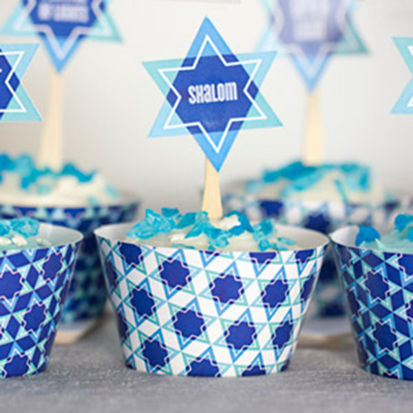 hanukkah cupcakes with Star of david topper