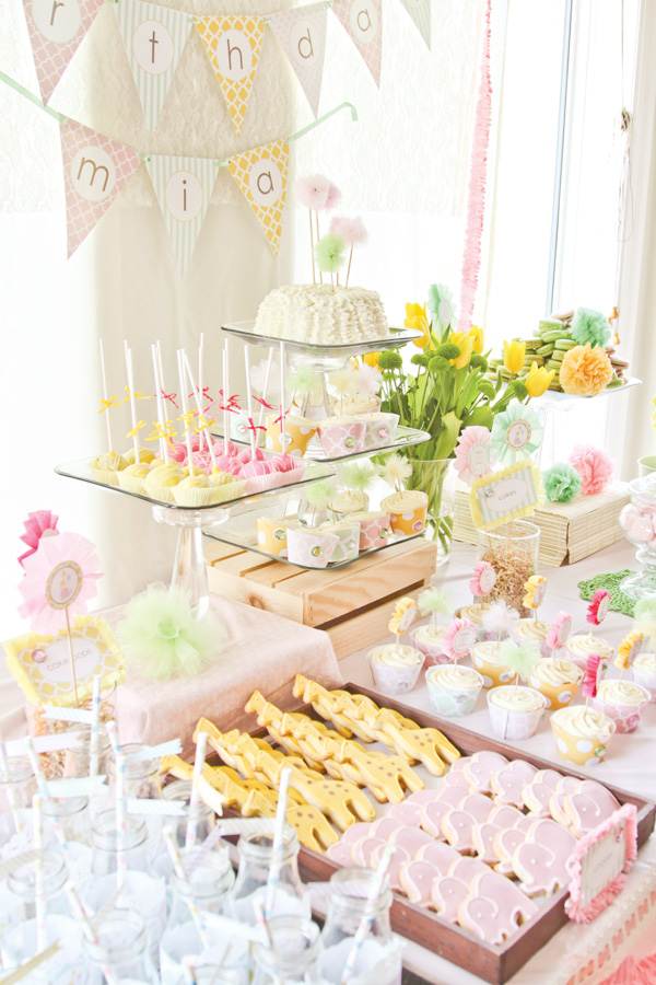 Love this dessert buffet for this girls safari party!