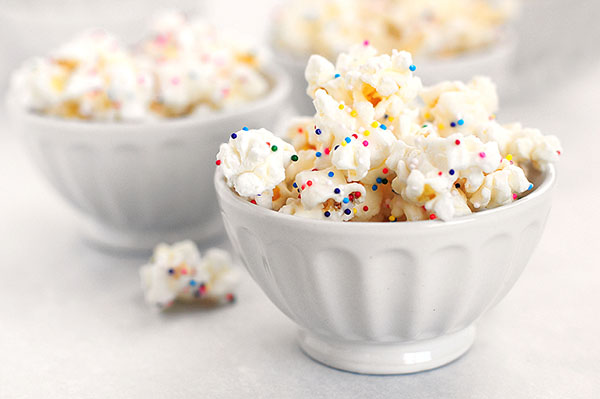 Love this party popcorn in these bowls