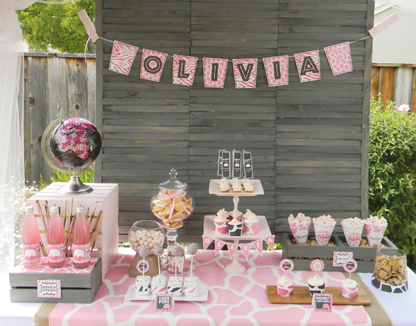 It 39 s a jungle out there with a girls safari baby shower for Baby girl shower decoration ideas