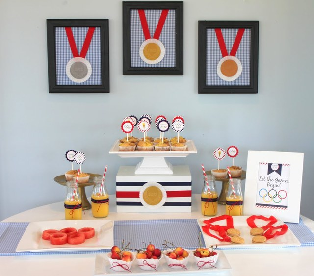 This Olympic Party Table is too lovely!