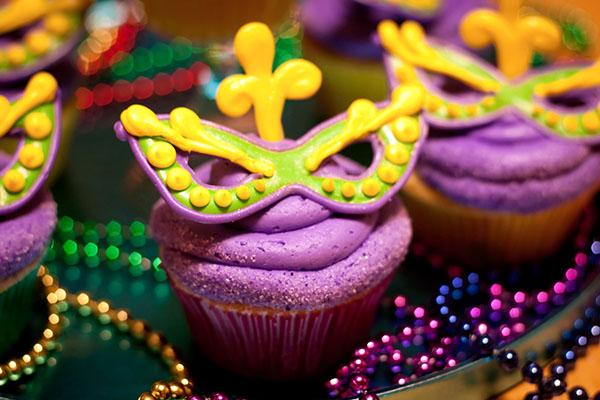 Mardi Gras Mask Cupcakes!