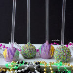 These are lovely cake pops for Mardi gras!