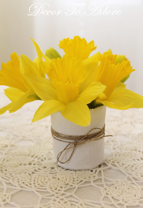 Easy and lovely daffodil centerpiece!