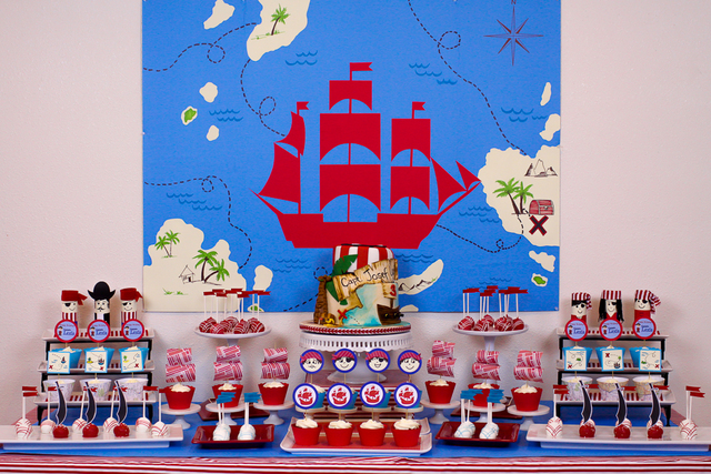 Awesome pirate party dessert table