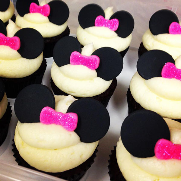 Cute Minnie Mouse cupcakes With Pink Bows!