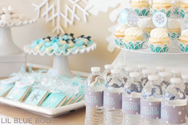 Cute and simple Frozen Birthday party table