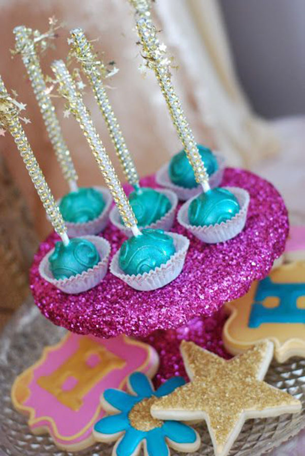 Cute cake pops with sparkle sticks