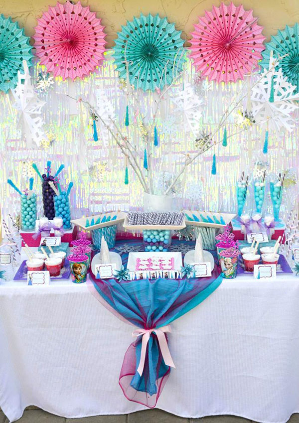 Love this super cute Frozen Birthday party
