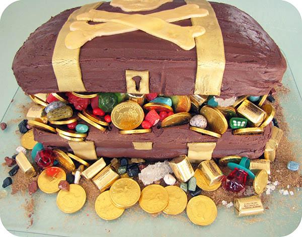 Pirate party treasure chest cake- love!