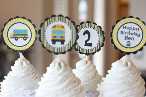 Love these school bus cupcake toppers!