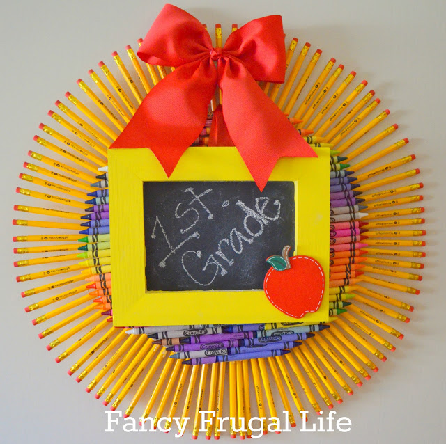 Love this Pencil and Crayon Wreath For Back To School- DIY too!