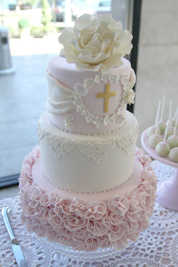 Roses and peonys on this beautiful baptism cake