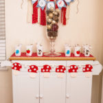 Snow white birthday thank you table