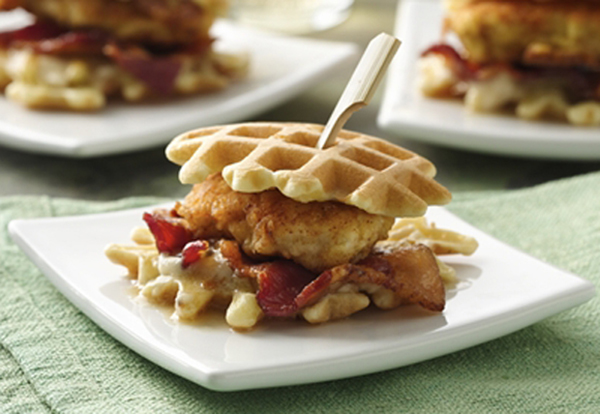 This mini chicken and waffles look amazing