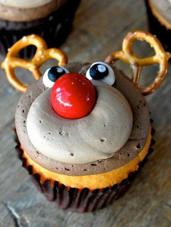 OMG this reindeer cupcake is adorbs
