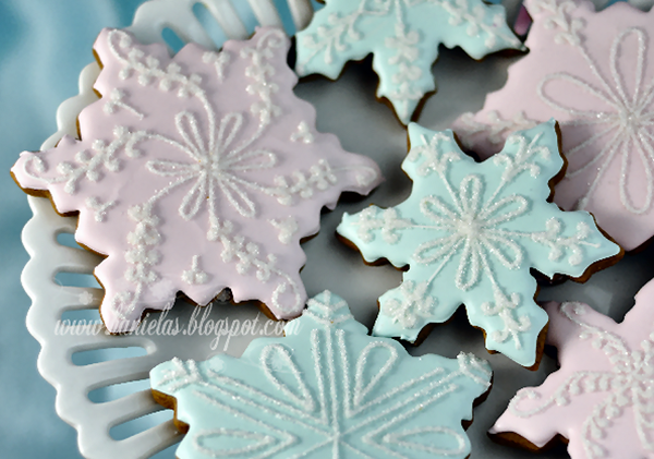 Pretty Snowflake cookies For Christmas