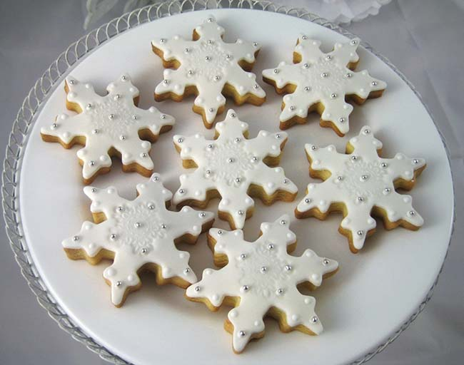 Pretty white an dsilver snowflake cookies