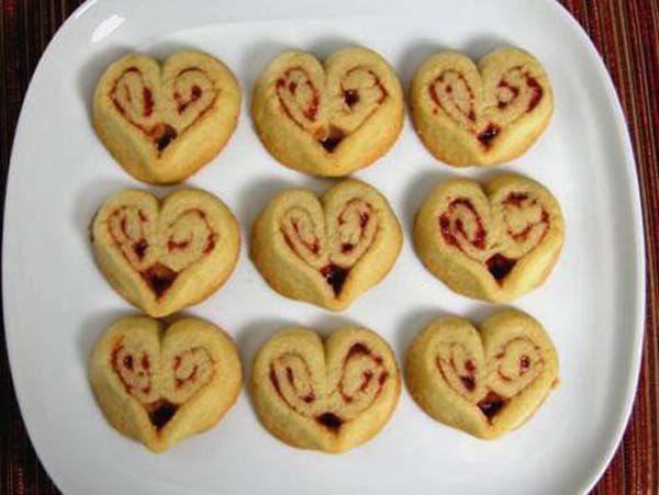 Heart Cinnamon Bun Favors- Omg Yum!