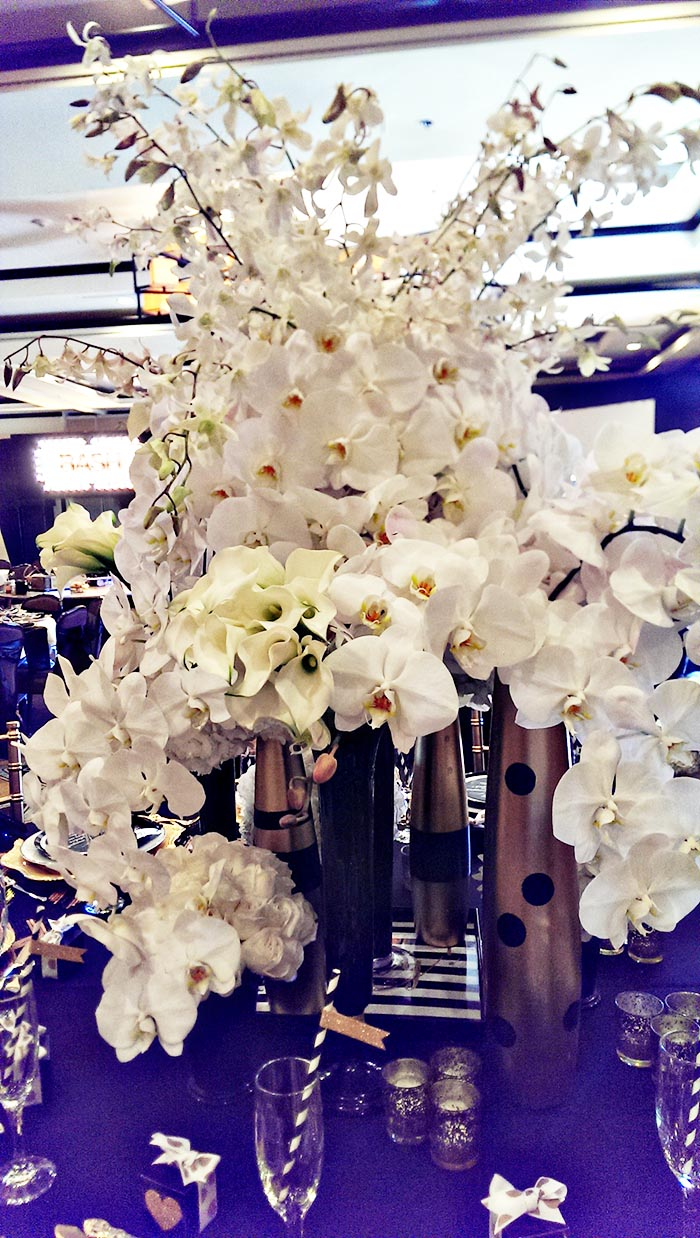 OMG these are gorgeous all white modern centerpieces!