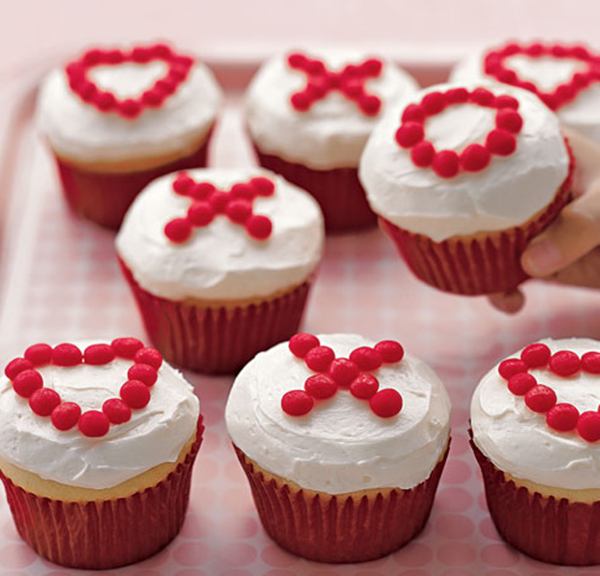 Easy DIY xoxo Cupcakes for Valentines day