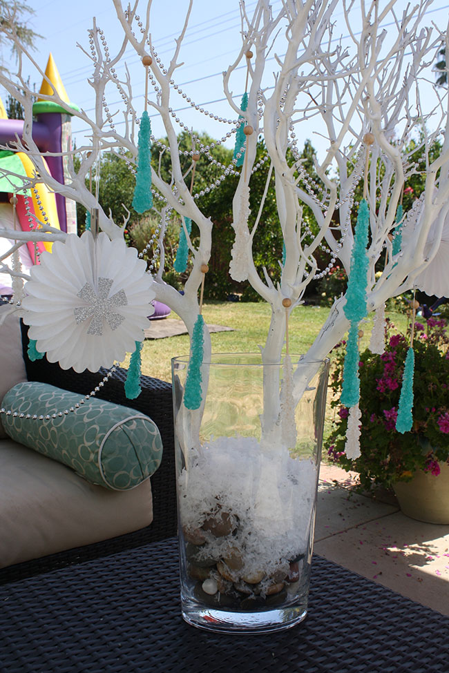 Love this Frozen Party Decoration Tree