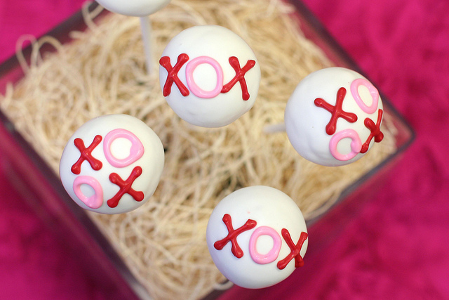 Valentines day xoxo cake pops