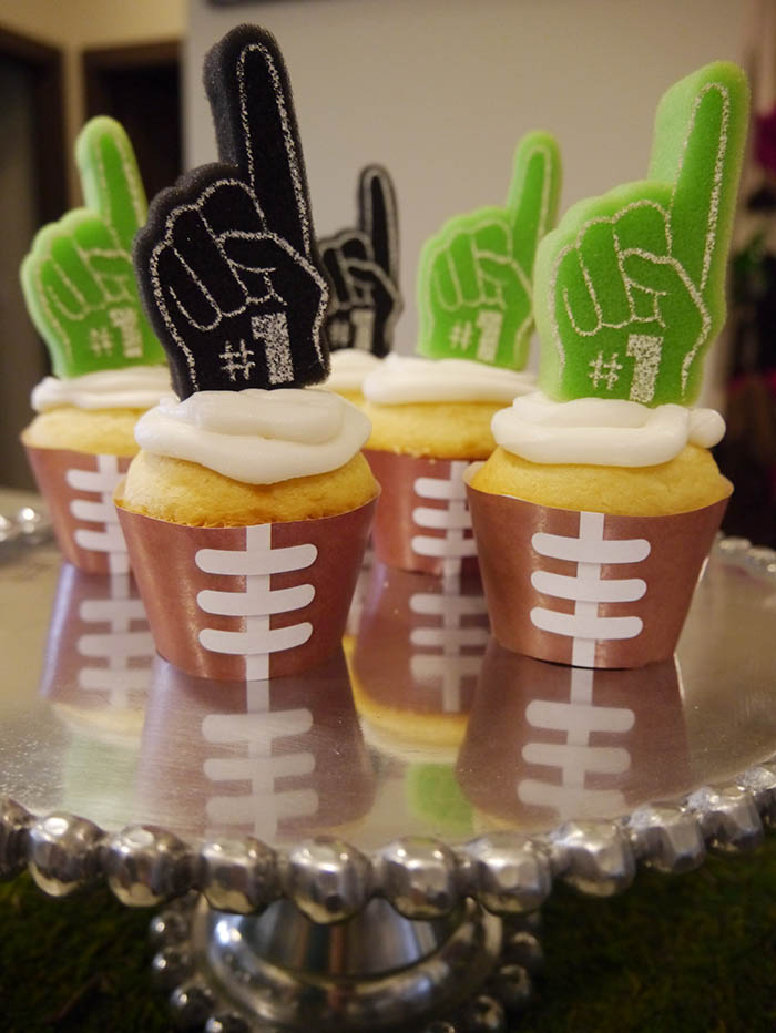 We Are In Love With These Football Party Cupcakes! -B. Lovely Events