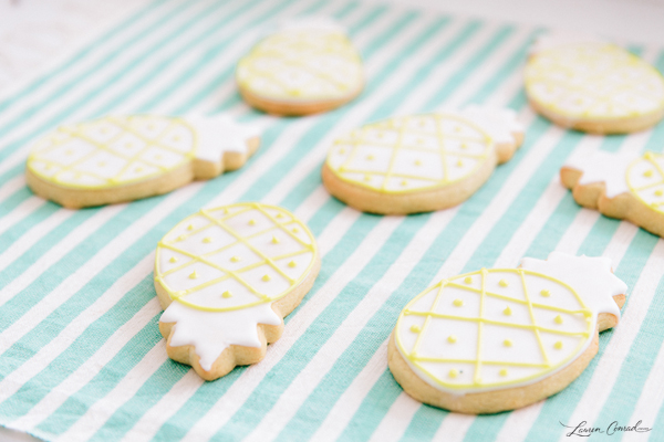 Darling pineapple party cookies!