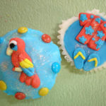 Hawaii theme cupcakes for a relaxing day for Dad