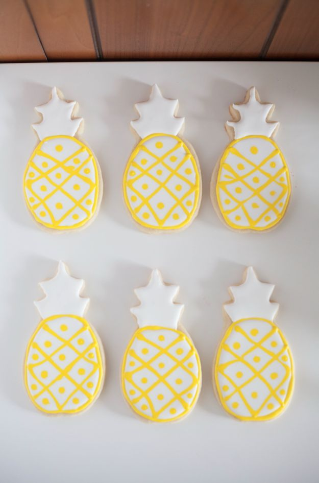 Love these too cute pineapple cookies!