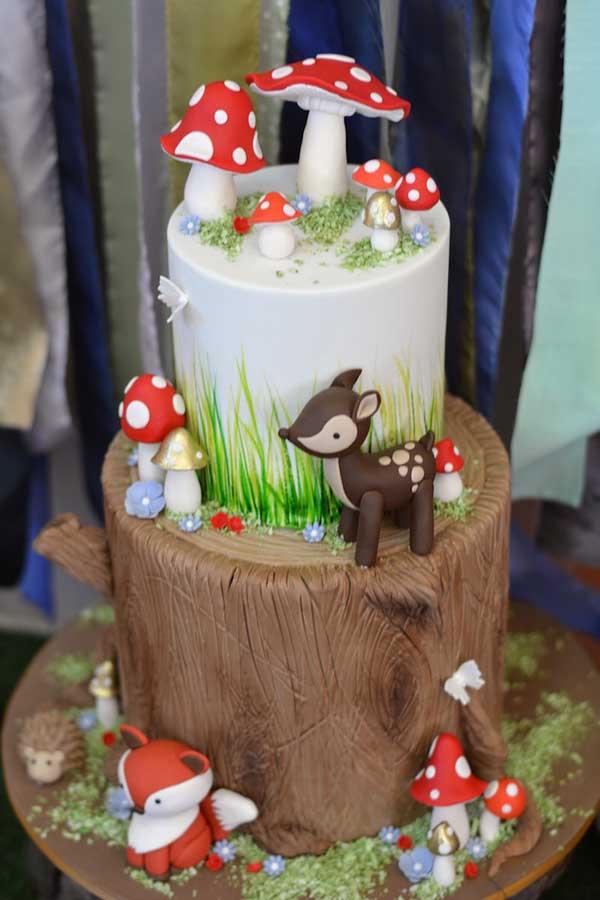 Adoring this Woodland Cake!!