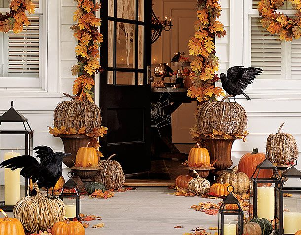 Check out this fabulous fall halloween porch