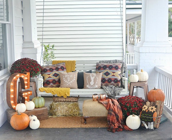 Comfy Fall Porch Decorations
