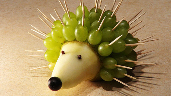 Love this Cute hedgehog Fruit skewer