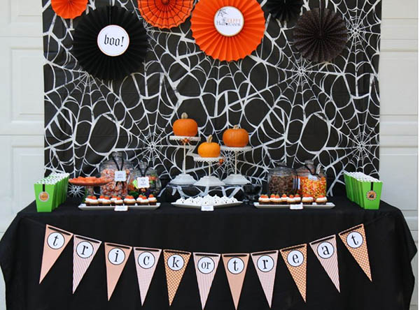 Love the details of thie Halloween pumpkin Party!
