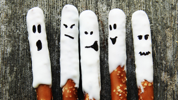 Love these ghost pretzel rods!
