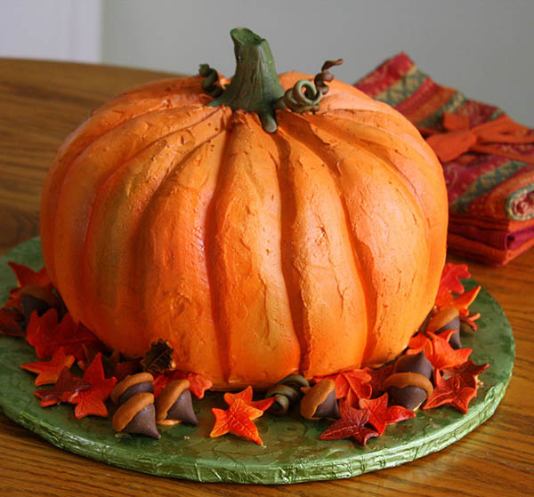Love this Amazing Pumpkin Cake for Halloween!